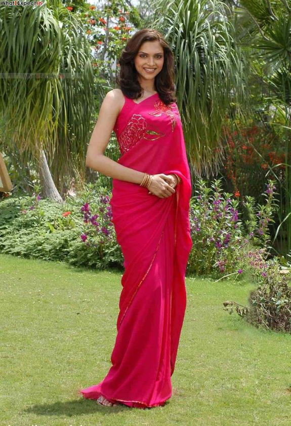 Deepika-Padukone-in-Saree-4