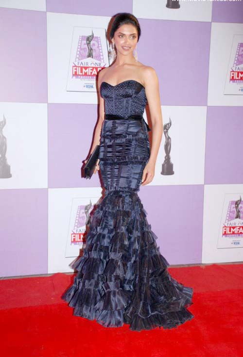 deepika-padukone-on-film-fare-red-carpet