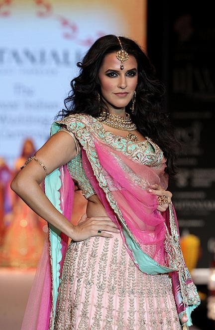 iijw-2013-neha-dhupia-walking-the-ramp-for-day-2-show-of-gitanjali-2-e1365917589472