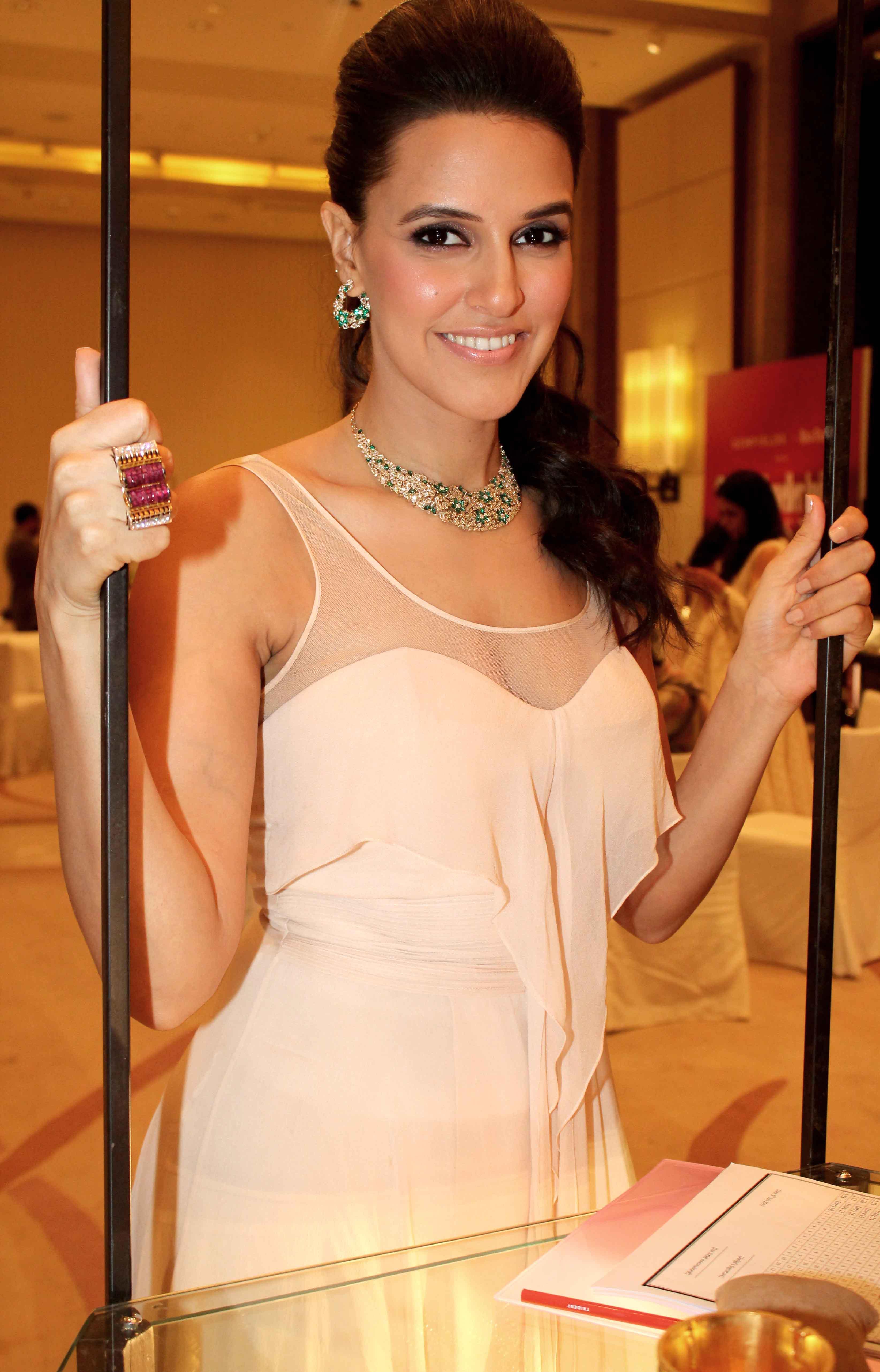 Celebrity Spotlight Neha Dhupia  The Borrow It Bindaas Scoop-8392