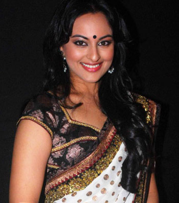 Sonakshi_Sinha_In_Saree